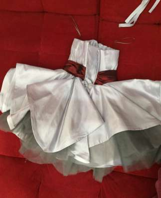 Выпускное красивое платье для школьницы