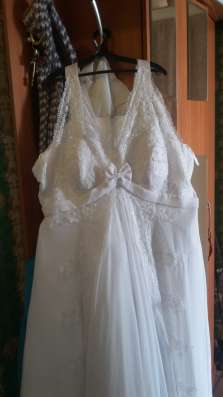 Шуба мутоновая, свадебное платье
