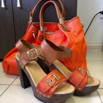 Босоножки и сумка рыжего цвета