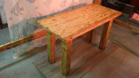 Столик из дерева