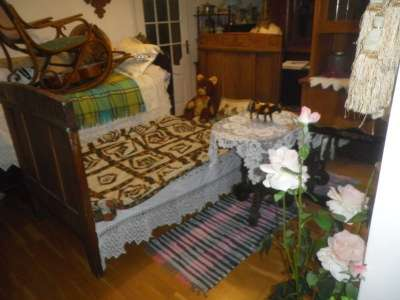 Старинная кровать