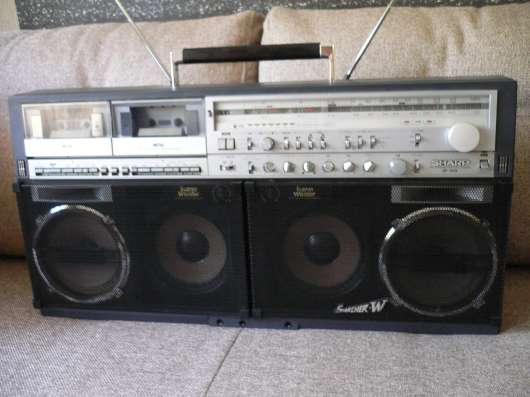 Продам магнитолу SHARP 909