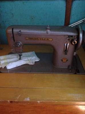 Продам ножную швейную машину