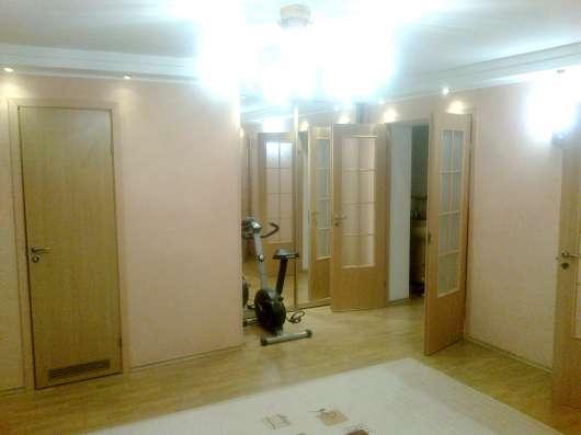 Продам - трехкомнатную квартиру, ул. С. Михайлова, 1