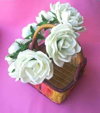 Венок на голову для фотосессий с белыми розами из фоамирана