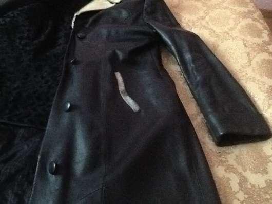 Продам кожаные плащи. Цвет черный и слоновая кость