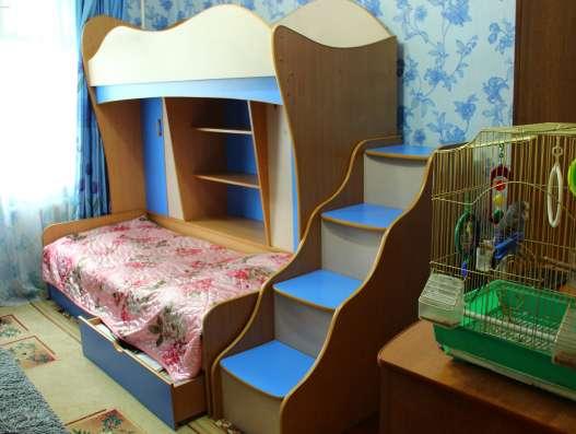 Двухъярусная детская кровать-стенка