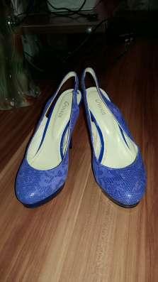 Туфли феолетовые на высоком каблуке