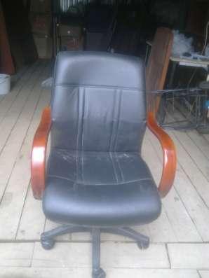 Продам кресла кожаные кабинетные