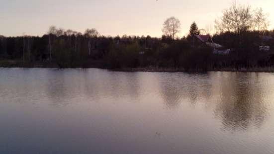 Домик на берегу озера