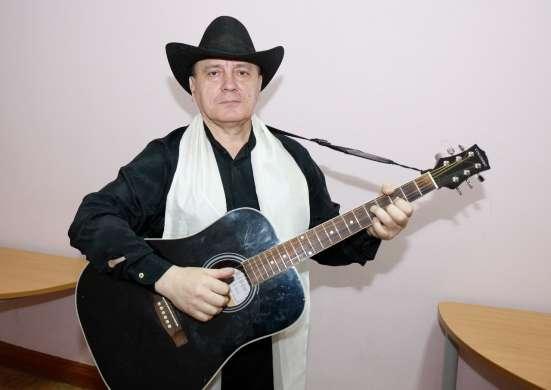 Певец-гитарист-виртуоз. Популярные и авторские песни