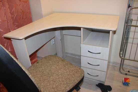 Продам стол угловой для учащегося