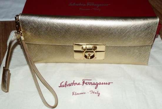 Клатч оригинальный SALVATORE FERRAGAMO золотистого цвета