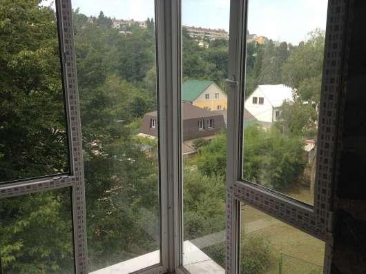 1-комнатная квартира угловая у моря 4 окна в Сочи Фото 1
