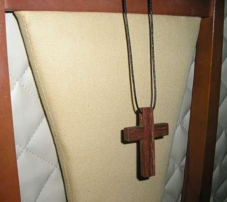 Нательный крест из Бакаута (железное дерево) в г. Таллин Фото 1