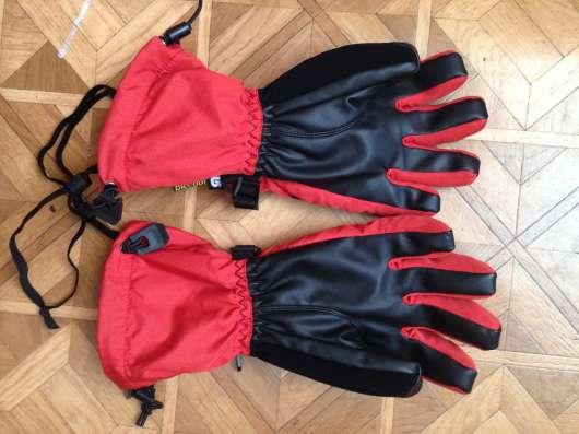 Перчатки для катания на сноуборде или горных лыжах