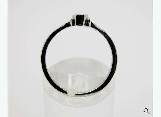 Золотое кольцо с бриллиантом 0.16 карат.
