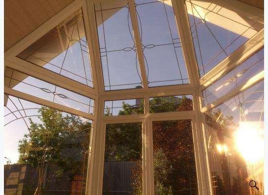 окна с витражами и фаьшпереплетами
