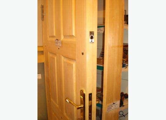 Двери входные из массива сосны